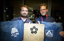 Start-up OGATA originally applied to ALDI with a shopping bag made out of paper. OGATA then developed a bag made out of more durable plastic fibres for ALDI. Photo: ALDI