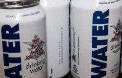 In times of catastrophe brewery Anheuser-Busch fills cans with water instead of beer. Photo: Anheuser-Busch